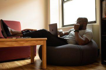 Munca de acasă? Idei utile pentru a face trecerea de la birou acasă mai ușoară!