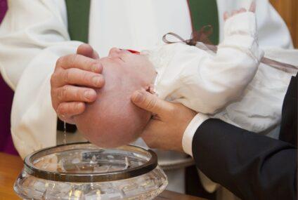 Ce poate conține trusoul de botez?