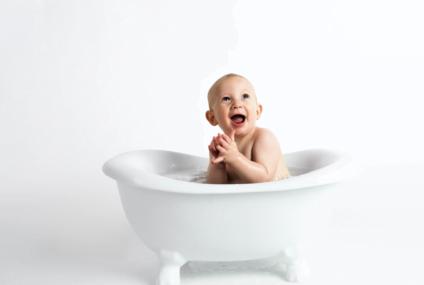 De câte ori pe săptămână se face baie la bebeluși?